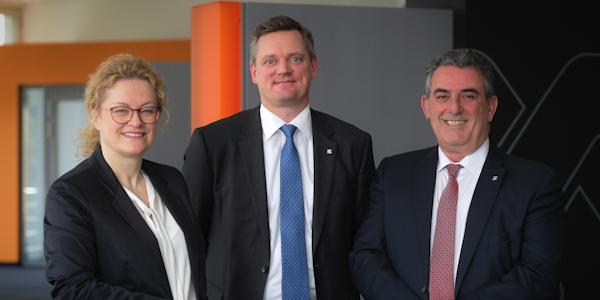 Der Vorstand der Weidmüller Gruppe (v.l.n.r.): Elke Eckstein (Vorstand Operations), Jörg Timmermann (Vorstandssprecher und Finanzvorstand) und José Carlos Álvarez Tobar (Vertriebsvorstand)