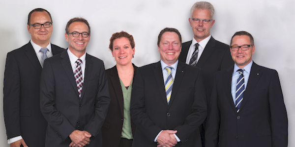 Die WAGO-Geschäftsleitung (von links): Christian Sallach (Chief Marketing Officer), Jürgen Schäfer (Chief Sales Officer), Kathrin Pogrzeba (Chief Human Resources Officer), Sven Hohorst (Chief Executive Officer), Ulrich Bohling (Chief Operating Officer) und Axel Börner (Chief Financial Officer), © WAGO Kontakttechnik GmbH & Co. KG 2017
